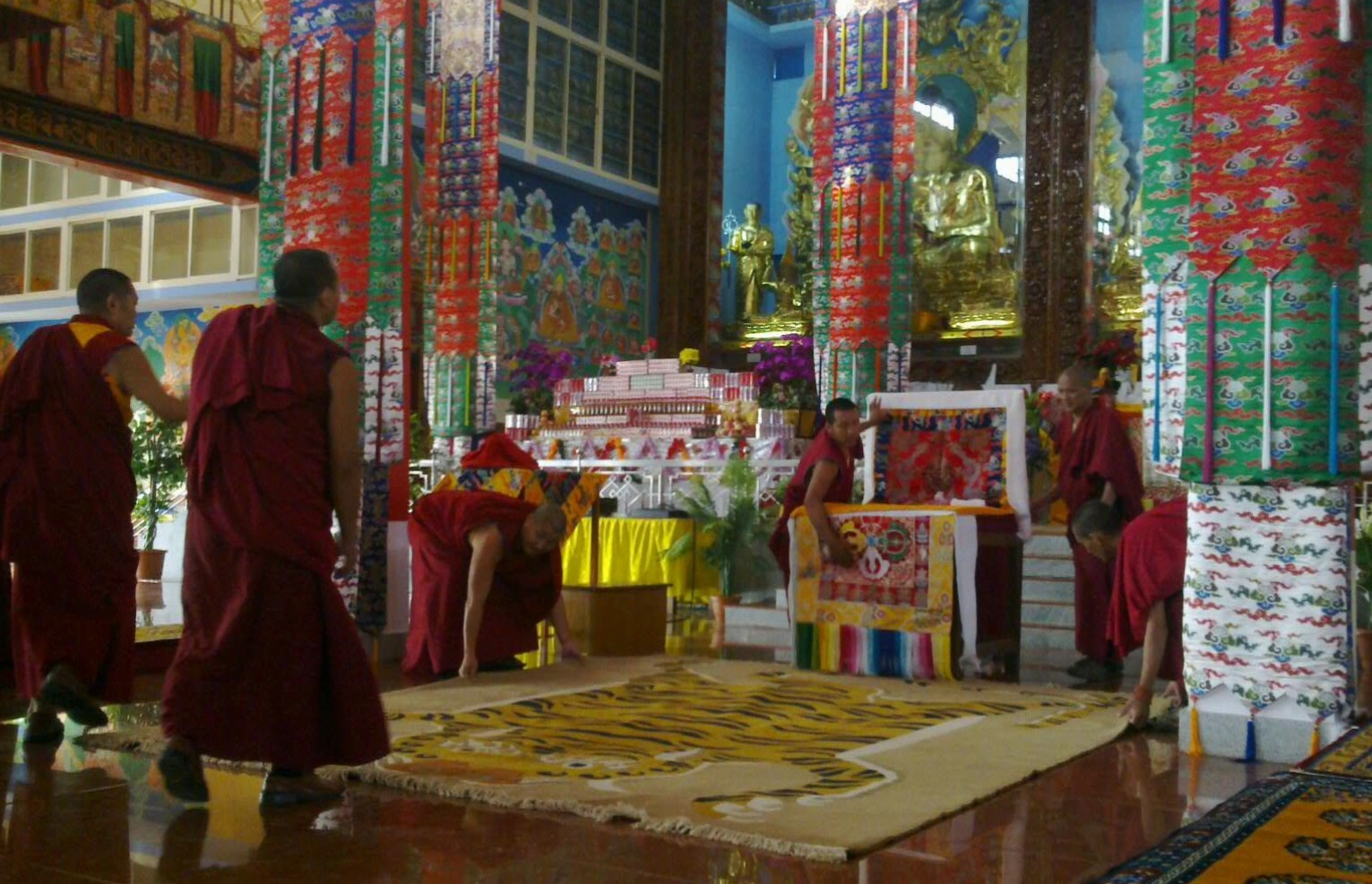 Preparations for the 7th Panglung Khuten to take trance of Dorje Shugden, Setrap, Jowo Chingkara and Kache Marpo to bless the new monastery